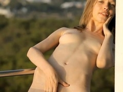 Delighting her horny cum-hole thrills youthful bombshell